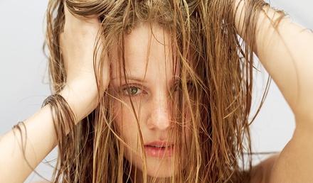 девушка с жирными волосами