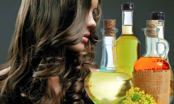Девушка и масла - репейное, оливковое