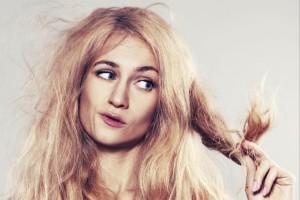 Девушка с больными волосами