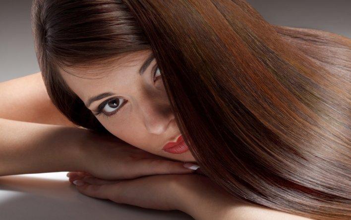 Девушка с экранированными волосами