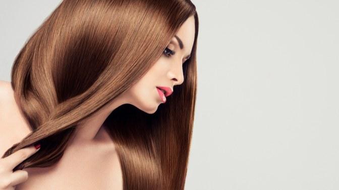 У девушки красивые волосы