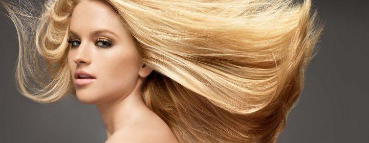 Девушка с окрашенными волосами
