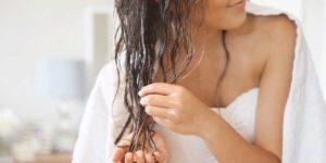 Девушка с влажными волосами