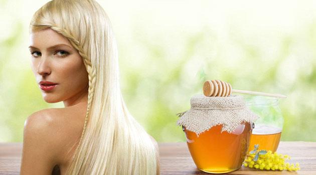 Девушка блондинка и мед